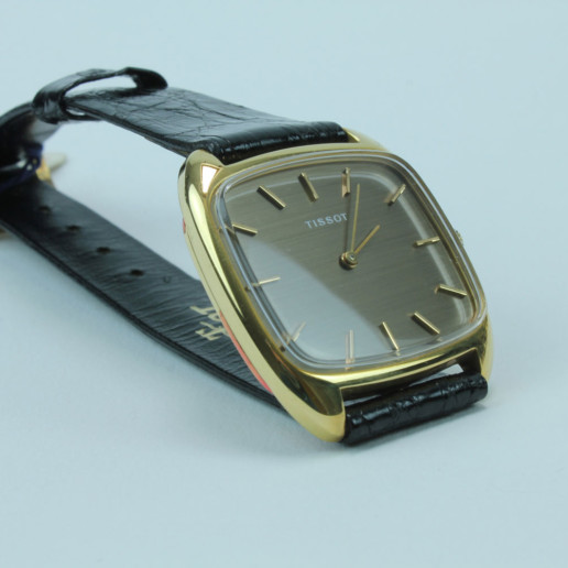 TISSOT GOLDUHR 585 VINTAGE HANDAUFZUG , manual winding , not used !